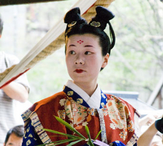 只有日本女子仍保留着古时的发式